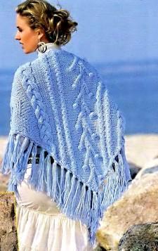 Голубая шаль вязаная спицами