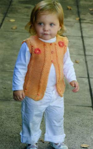 Желтая жилетка вязаная для малыша