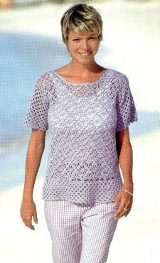 Сиреневый пуловер, связанный крючком