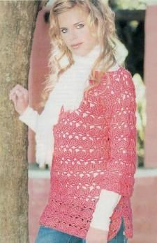Розовый вязанный пуловер