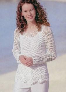 Белый пуловер, связанный крючком