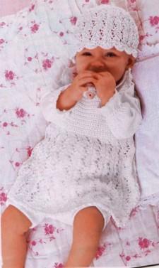Жакет, платье и шапочка белого цвета для малыша