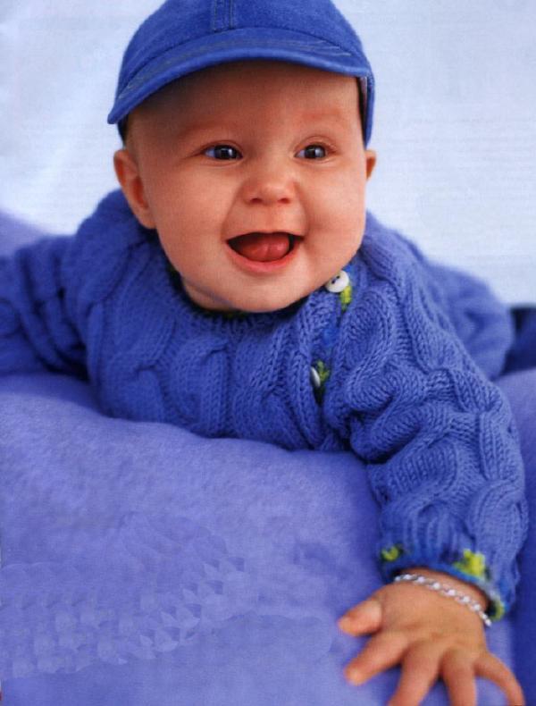 Вязаная кофточка для малыша