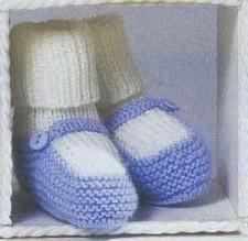 Пинетки бело-голубого цвета (спицами)