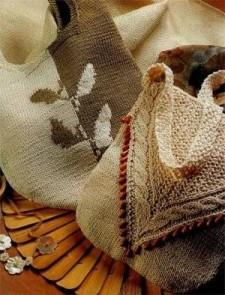 Две сумки: с вышивкой и узором «коса» (спицами)