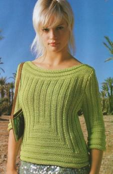 пуловер с вырезом декольте.