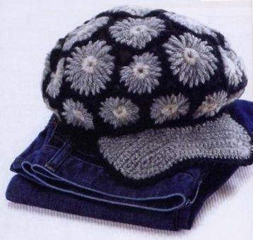 Вязаная кепка из цветов