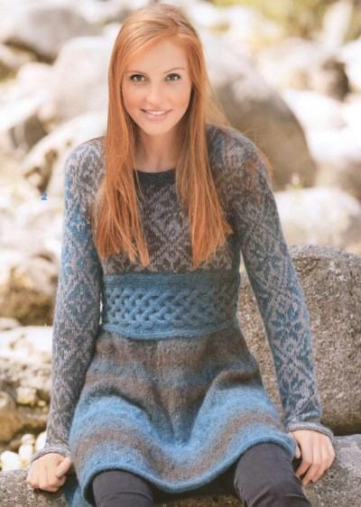 Очаровательное мини-платье спицами