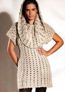 Белое зимнее платье вязаное крючком