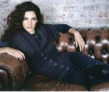 Полосатое пальто вязаное спицами