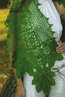 Палантин зеленый с листьями