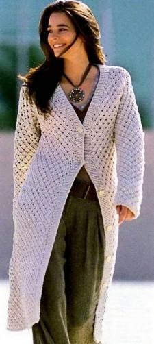 Пальто со структурным узором связанное на спицах