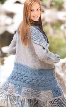 Пальто с бахромой вязаное спицами