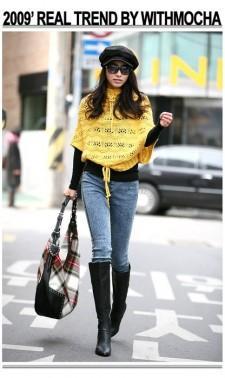 Желтый вязаный пуловер