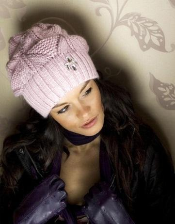 Красивая вязаная шапочка