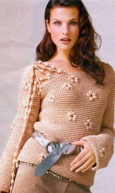 пуловер с вышитыми цветами