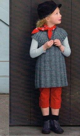 Серое вязаное платье для девочки