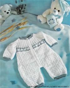 Вязаный детский комбинезон для малыша