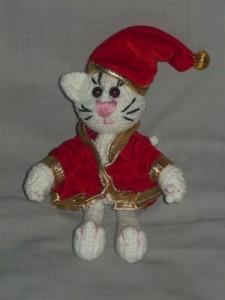 Вязаный кот игрушка