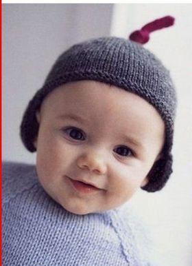 Вязаная шапка малышу
