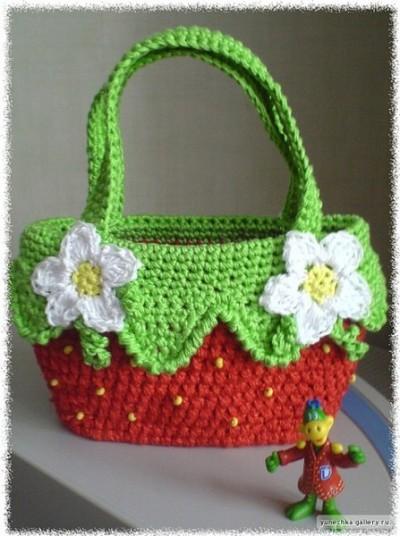 красивая вязаная крючком сумочка