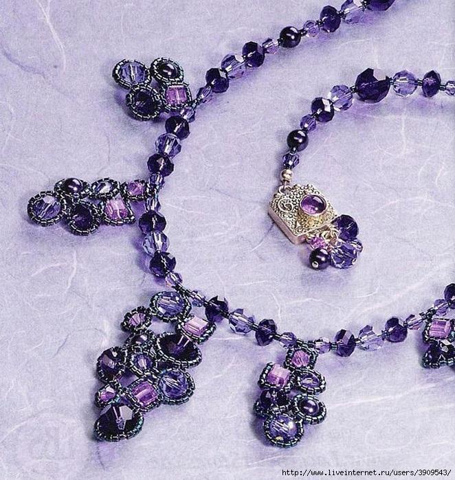 Кристальная симфония (Ожерелье из фиолетовых бусин).