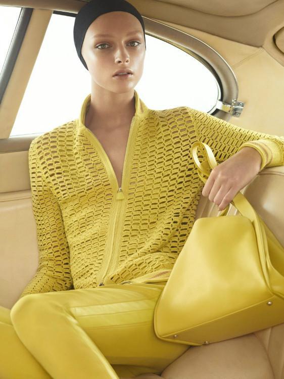 Желтая кофта на молнии с подиума