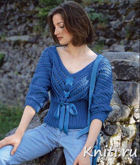 Романтический голубой пуловер