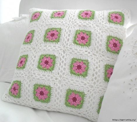 Подушка вязаная из квадратов