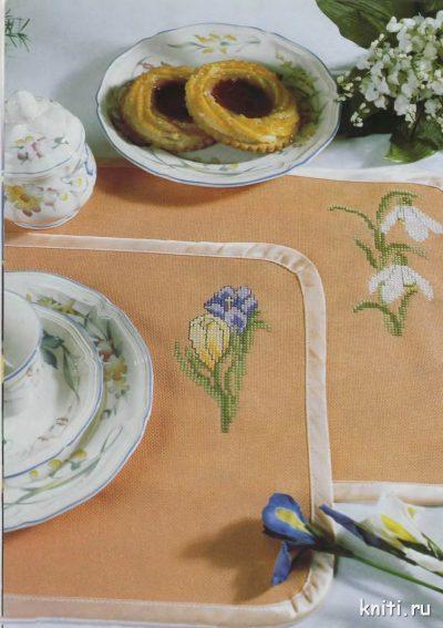 Вышивка цветочки на салфетке