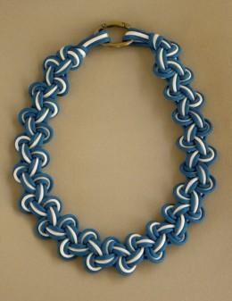 Необычное плетеное ожерелье