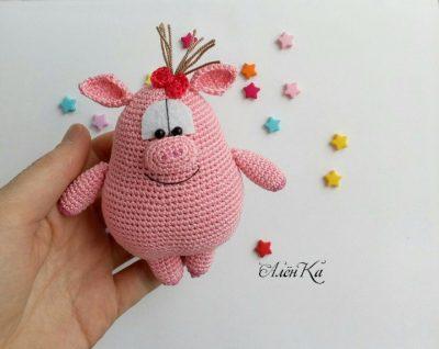 Вязаная свинка амигуруми
